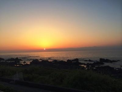 旅の空の下から -高知編 Vol.13-ウトコ オーベルジュのタイフーンテラスで眺める夜明け
