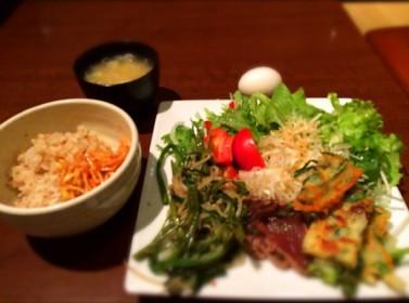 新宿で 野菜たっぷりなおかずと玄米が食べたくなったら 自然洞 (じねんどう ちゃよんどん)
