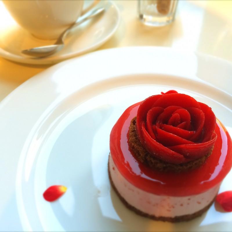『 カフェ ダール 』 原美術館で蜷川実花コラボスィーツに見惚れる