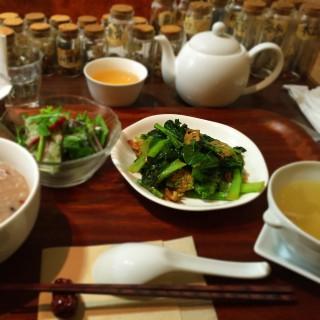 東京 青山 薬膳チャイニーズ 「Essence」で身体の内側から暖めるランチ