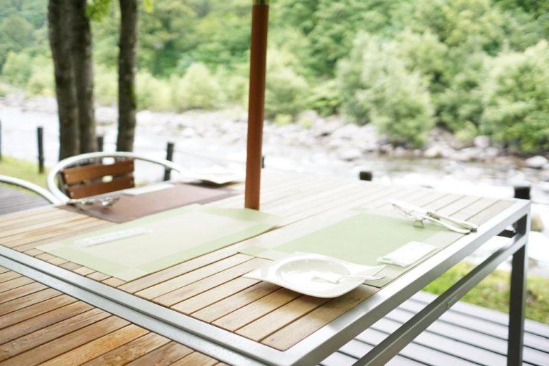 奥入瀬渓流ホテルでの食事の楽しみ方:渓流沿いで食べるモーニングは優雅なひと時を演出してくれる