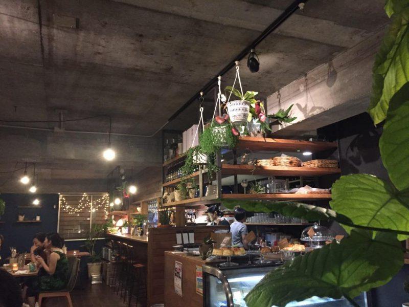 東京 金町:夜のcafe hakuta ディナーメニューはエスニック&イタリアン