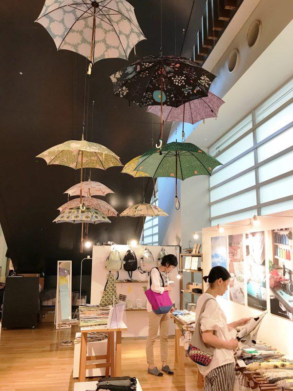 イイダ傘店 東京 六本木 「日傘・雨傘展」:国立新美術館のスーベニア フロム トーキョーで展示即売会